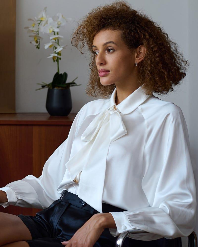 Camicia di seta al collo con cravatta vintage