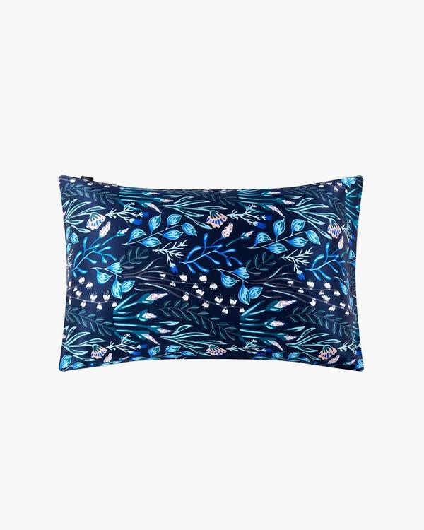 19 Momme Blå Silke Pudebetræk-White-Flower-with-Blue-45x60cm