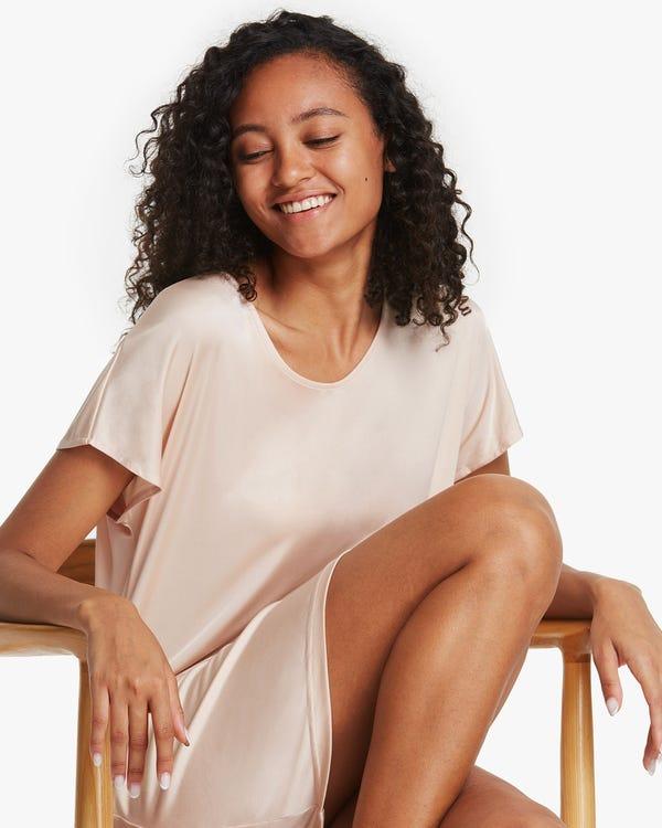 Nachtkleid aus Seidenstrick im T-Shirt-Stil-hover