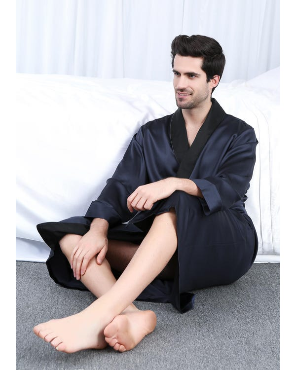 22 Momme Black Collar Silk Robe-hover