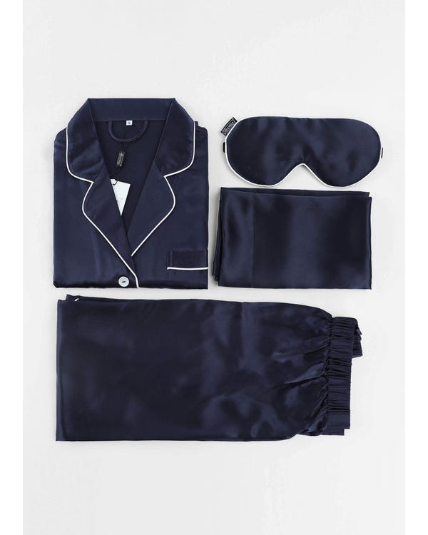 Have A Nice Dream In This Silk Comfy Set