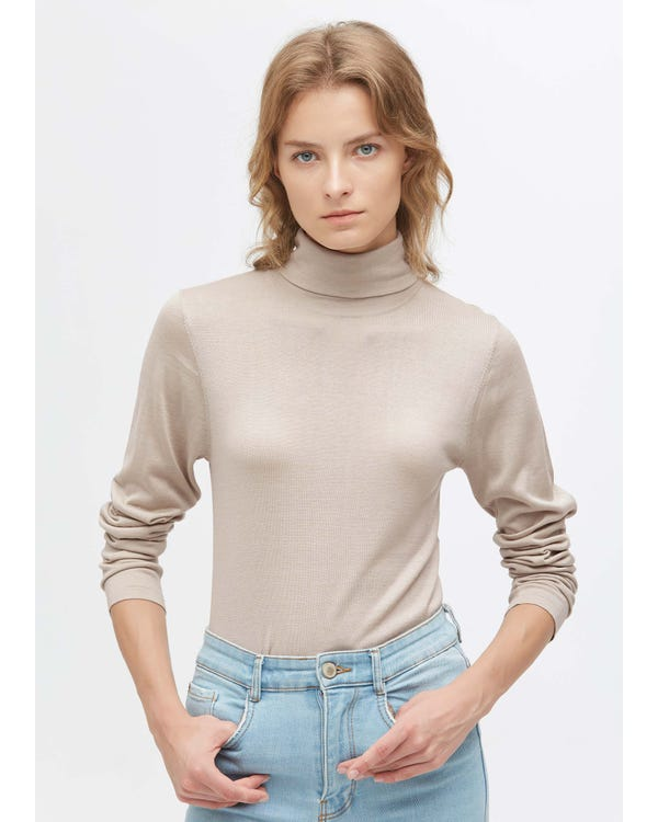 Elegant Turtle Neck Silk Knitted Tee Greige S