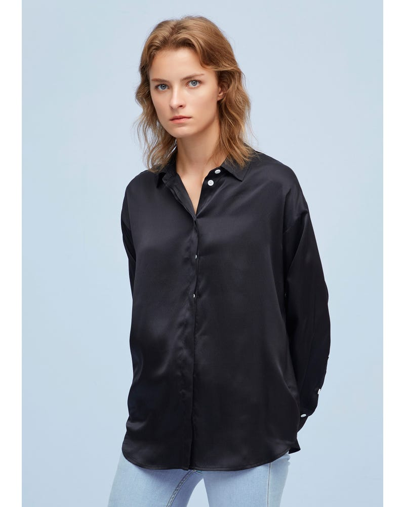 Chic and Relaxed-Fit silk shirt