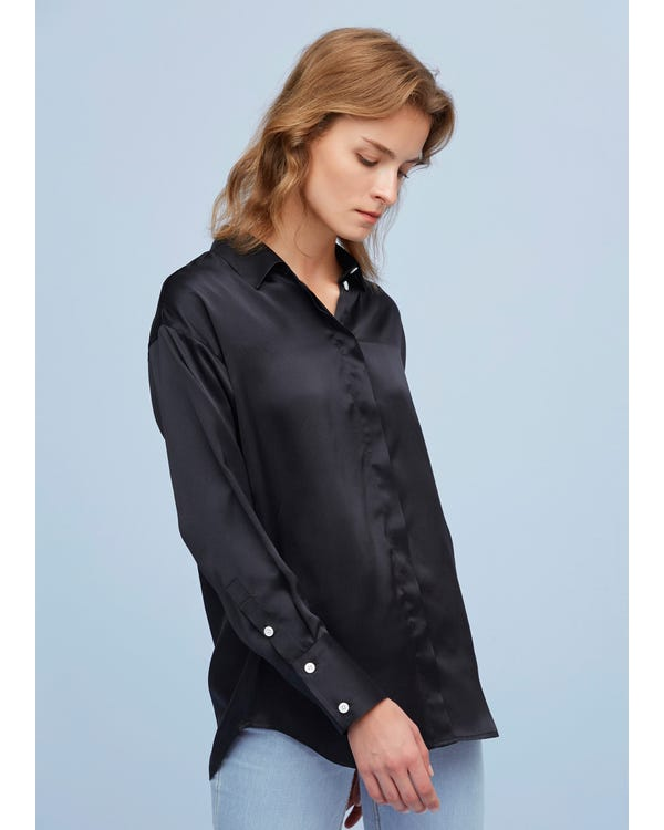 Chic and Relaxed-Fit silk shirt-hover